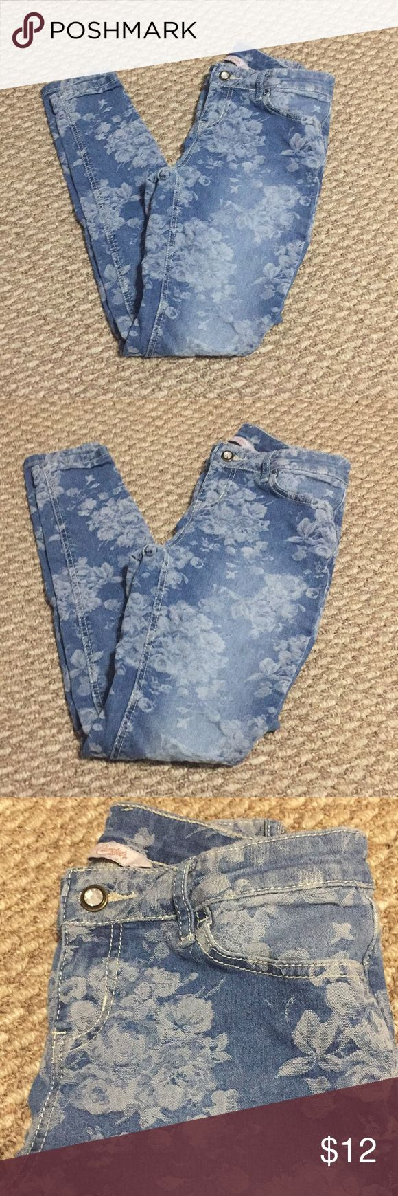 Floral print skinny jeans Candies floral print skinny jeans in a size 3 in juniors. Have been worn once ! Candie's Jeans Skinny