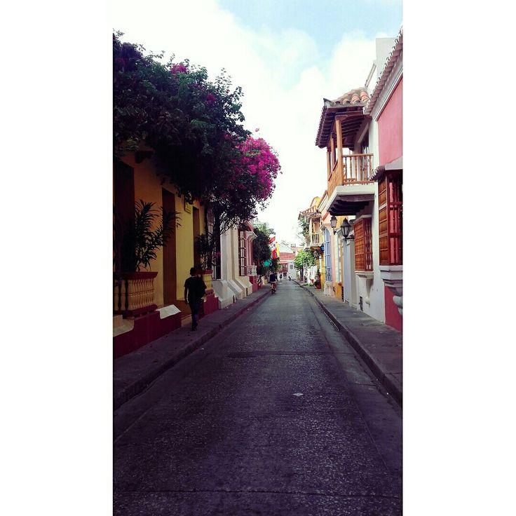 Callecita de la Ciudad Amurallada, Cartagena, Colombia.