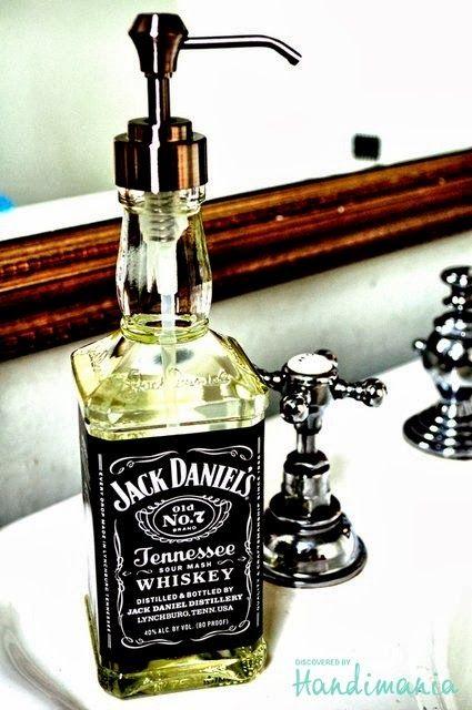 7 cosas que no pueden faltar en la casa de un rockero. Jabonero Jack Daniels