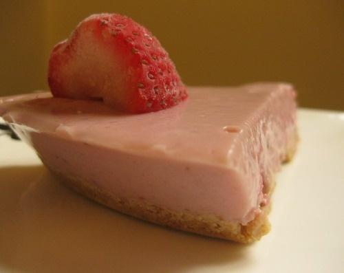 Strawberry-Yoghurt Fridge Tart