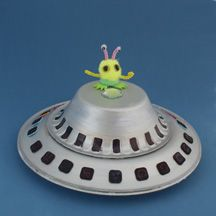 ufo alien space ship paper plate craft... love the little alien haha