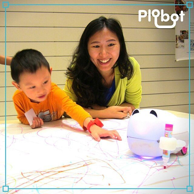 Your #kid can learn #programming in a heartbeat! Just playing with #Plobot.