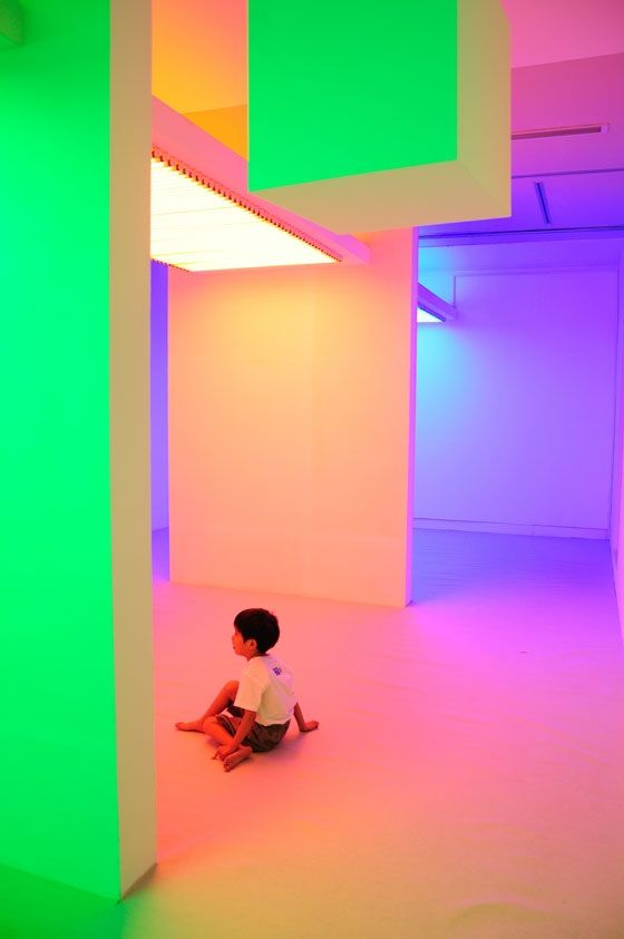 "Cruz Diez, Chromosaturation en la exposición ""Environment Chromatic-Interferences. Interactive Space by Carlos Cruz-Diez"", 2010"