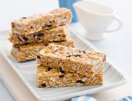 Chewy peanut butter muesli bars