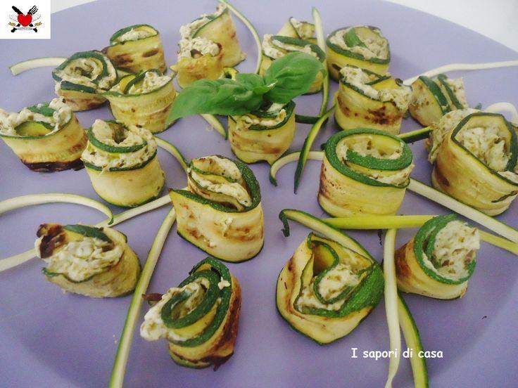 Rotolini di zucchine alla griglia con crema al basilico