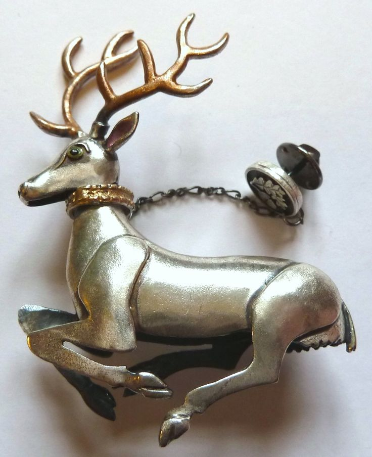 Carol Mather stag brooch.  Photographed by Gillian Horsup.