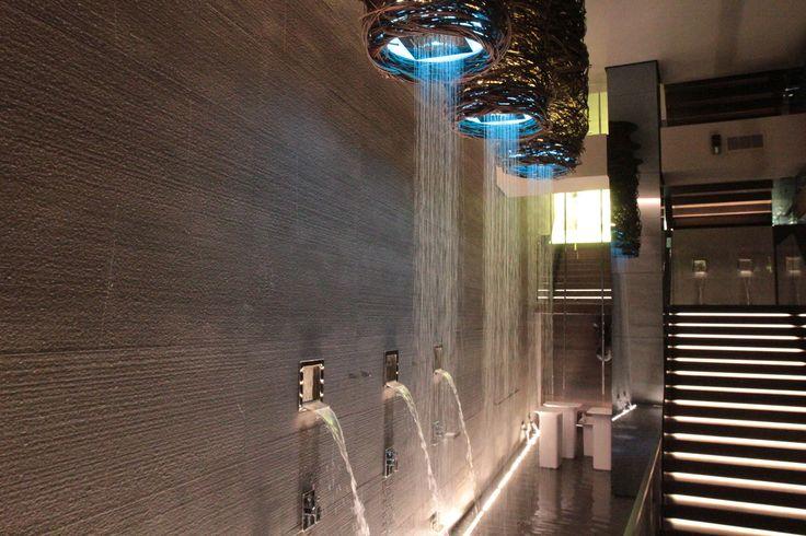Soffione da soffitto con funzione pioggia con effetto cromoterapia e soffioni laterali con funzioni cascata!