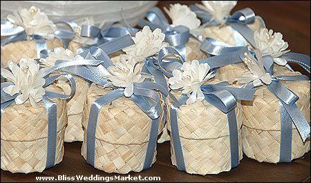 Round palm leaf favor boxes are cute for a beach wedding!
