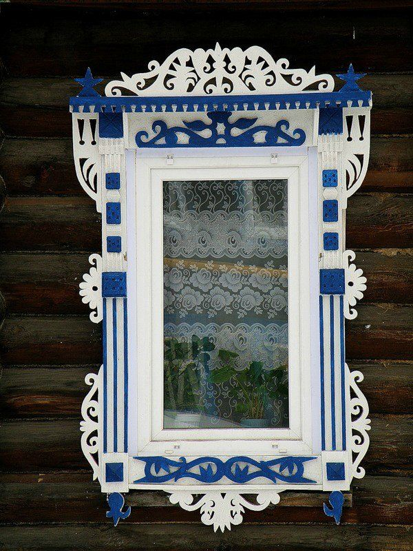 decorative carved wood window frame, nizhny novgorod, russia | architectural details