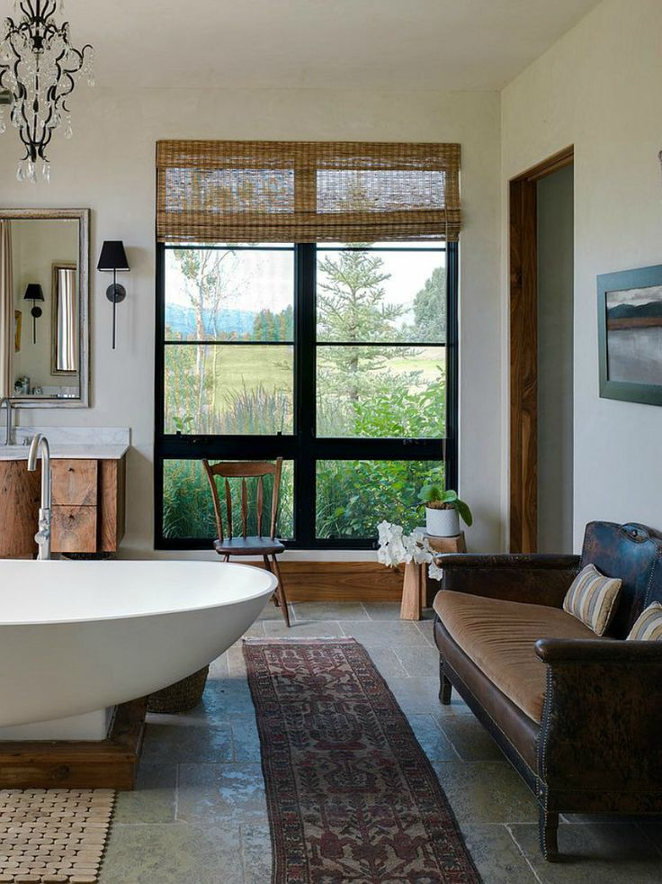 At Modern Sofas we love finding places in our home to place fantastic sofas. Like the bathroom. If you have a big space, it can make it look extra luxurious! | Modern Sofas #bathroominteriors #modernsofas See more inspiration: http://modernsofas.eu/2016/04/19/wonderful-modern-sofas-big-glamorous-bathrooms/