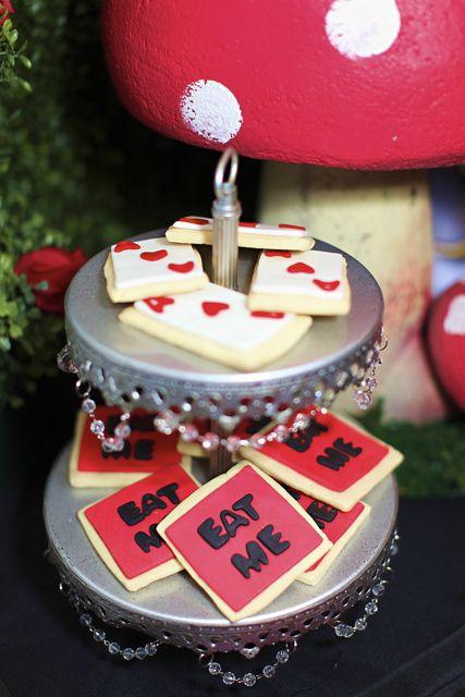 Cookies at a Alice in Wonderland Party #aliceinwonderland #partycookies