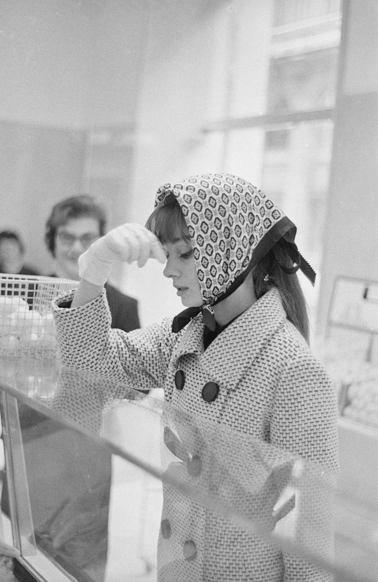 Audrey Hepburn grocery shopping, Rome, 1961