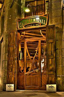 Fundada en 1860, CASA ALMIRALL es uno de los mas antiguos establecimientos en Barcelona