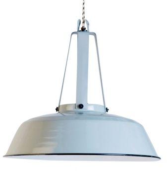 Industriële hanglamp van HK Living. Zachtgrijs. Draagt bij aan landelijke sfeer in de keuken. Gespot bij tv-serie Divorce.