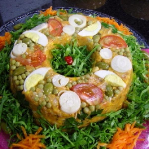 Receita de Cuscuz de Frango - 1 unidade de peito de frango cozido e desfiado grosseiramente, 1 tablete de caldo de galinha, 1 pires de cheiro-verde, 1 pires...