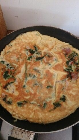Omelette with turkey rashers and spinach