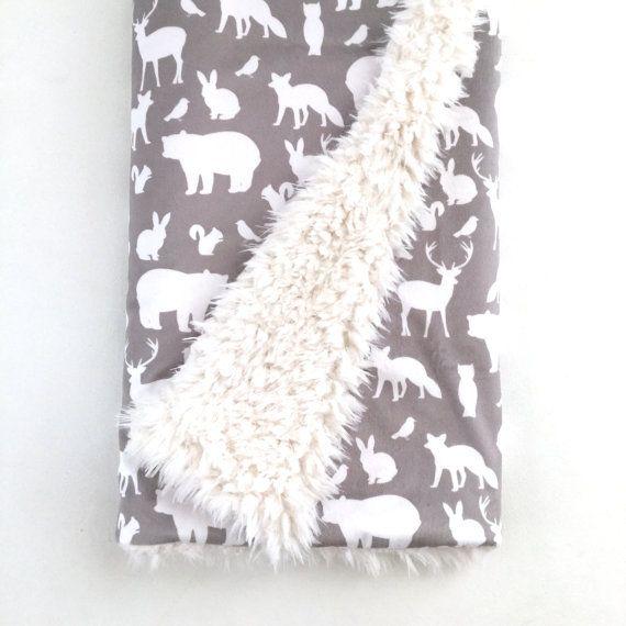 41,21€ + envio ETSY 46X68 Manta de bebé gris partido arbolado. La manta de nubes. Lovey. Manta de piel sintética. Manta del bebé Minky. Manta del bebé del oso. Bosque vivero.