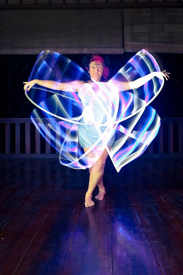 LED Lift Off with Jewelz Hanssens: http://www.hooping.org/2014/05/led-hoop-lift-off-with-jewelz-hanssens/