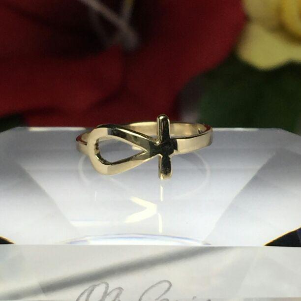Beautiful ladies 14k solid gold ring Size 6.5  TAGS! Ladies gold jewelry, 14k gold Rings, Dainty gold rings, real gold jewelry, 14k gold necklacej, 14k real gold bracelets, men's gold jewelry, 14k hoop earrings, 14k midi stacking thumb rings, 14k diamond rings, sale, accessories, 14k wedding rings, thin gold rings, 14k gold thumb toe pinky rings.