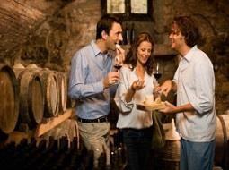 El enoturismo y las ventajas del trato directo de las bodegas con el consumidor final. - Noticias de Vinos, Cata de Vino, Degustación de vino, Vino, Denominación de Origen, Bodega, Vinoteca, Enoturismo, Sumiller, beber vino, vinos a buen precio, los mejores vinos, bodegas para visitar, vinos de españa