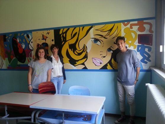 Inaugurato il murale realizzato dai ragazzi della terza media con i pezzi più famosi della storia dell'arte. i genitori entusiasti: piccoli artisti in casa