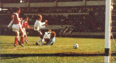 Austria 3 West Germany 2 in 1978 in Cordoba. Hans Krankl scores a dramatic 87th minute winner and its 3-2 Austria in Round 2, Group A at the World Cup Finals.