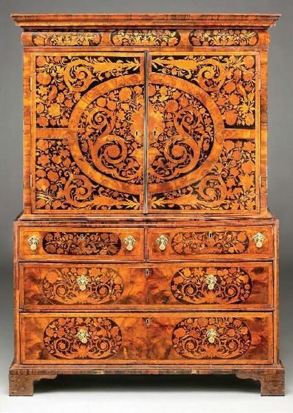 Gorgeous Wiliam and Mary floral marquetry chest of drawers, England 1685
