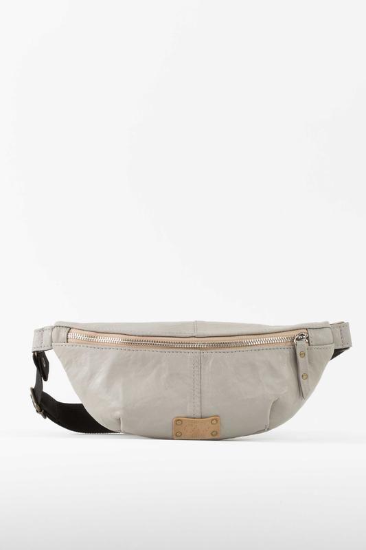 Поясная сумка. Ручная работа.  http://crafta.ua/ #craftaua #handmade #bag #unisex #leather #сумка #waistbags #ручнаяработа #унисекс #сумкабанан #бананка #пояснаясумка