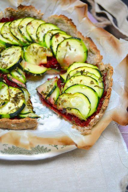 Rosenoisettes, Calme et Gourmandises...: Tarte vegan aux courgettes et pesto de betterave