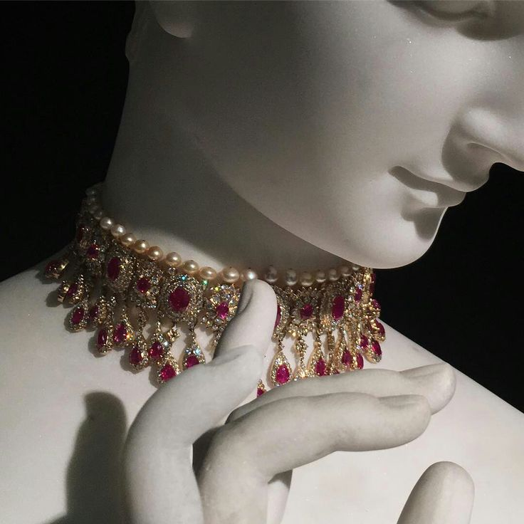 Classical adornment!! Beautiful, ruby, diamond and pearl choker necklace. Important Jewels @christiesjewels @christiesinc #christiesjewels #christiesinc #christies #classical #marble #sculpture #indianjewellery #ruby #diamond #pearl #choker #london