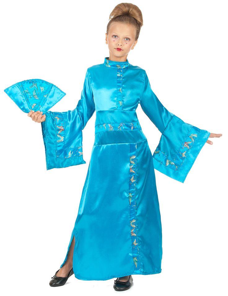 Déguisement geisha enfant fille : Ce déguisement de Geishapour fille se compose d'un long kimono et d'un éventail (chaussures non incluses).Le kimono est bleu. Il est en effet satin, et des scratchs sont...