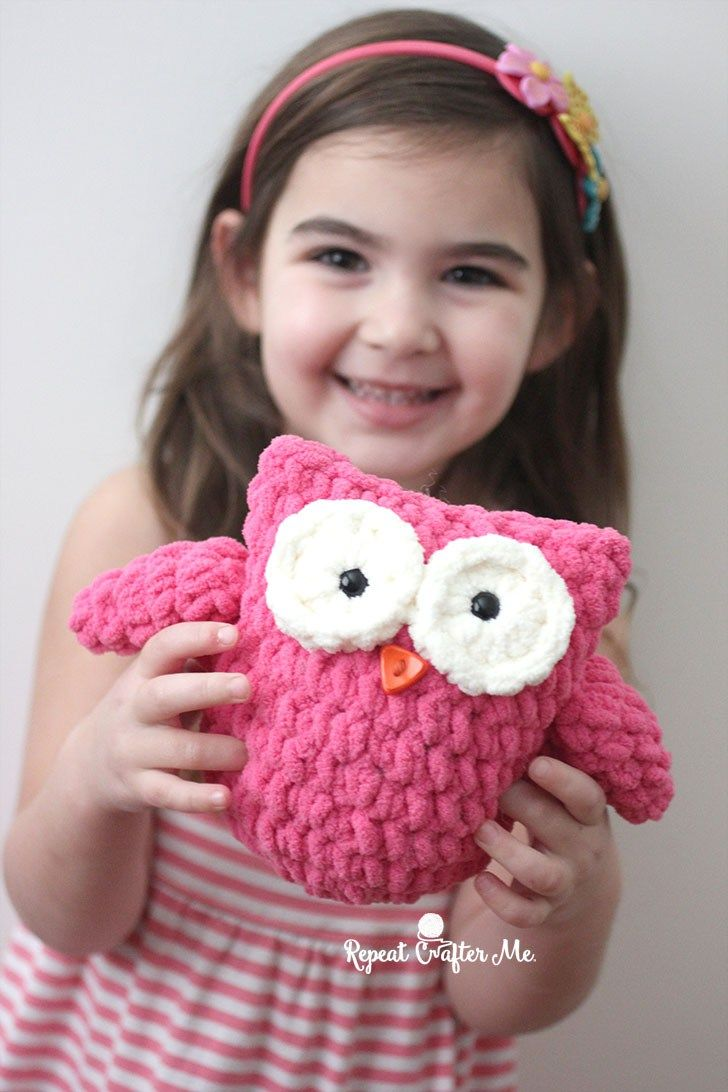 Got a little bit of Bernat Blanket yarn sitting around your house?! With just a small amount of this soft, fluffy, and bulky yarn, you can make a cute little crochet plush owl! I almost didn't post th