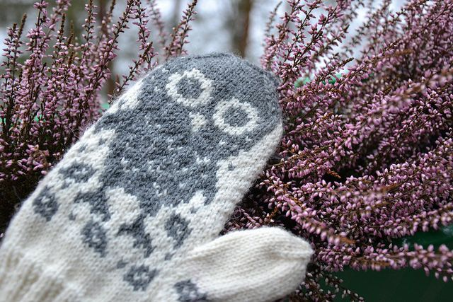 "Grey and white ""Horatio and Oren"" mittens by Lankatarina."