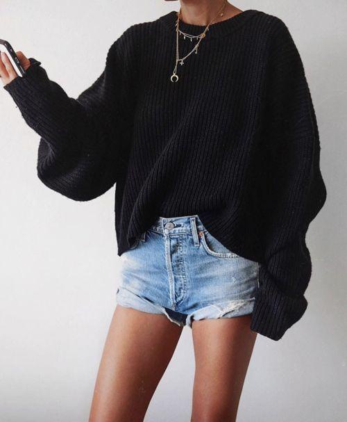 Schwarzer Tropfen-Schulter-strukturierter Pullover