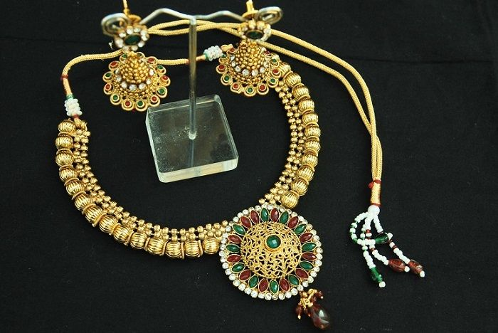 Dazzle this wedding season with Reeti Fashions – Elegant Ruby & Emerald copper Necklace set with Jhumkii Earrings. This beautiful Ruby & Emerald Necklace set made of copper metal with Jhumkii Earrings. This Elegant & unique Necklace set can be worn with all your traditional & festive costumes.