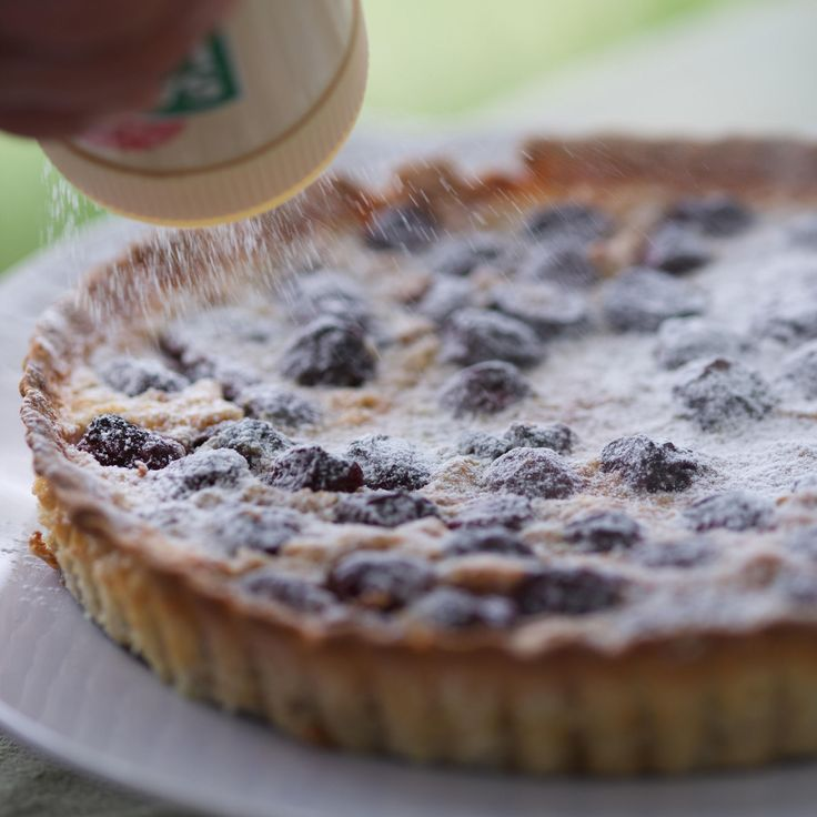 Découvrez la recette Tarte aux cerises sur cuisineactuelle.fr.