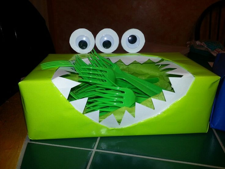 Monster Inc party decoration caja de cubiertos