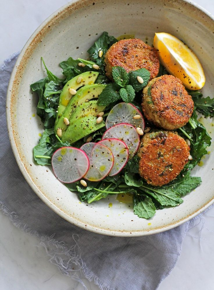 Crunchy Quinoa and Spring Onion Patties with Radish, Avo and Kale