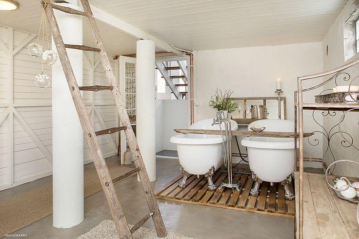 Bottenvåning med spa-avdelning med dubbla bad
