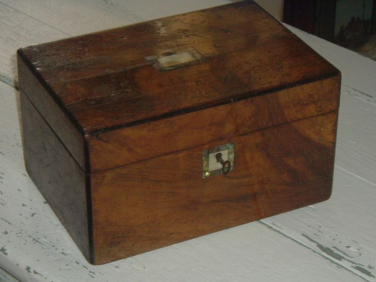 19th century Georgian mahogany tea caddy with Mother of Pearl and Abalone inlay and original key.