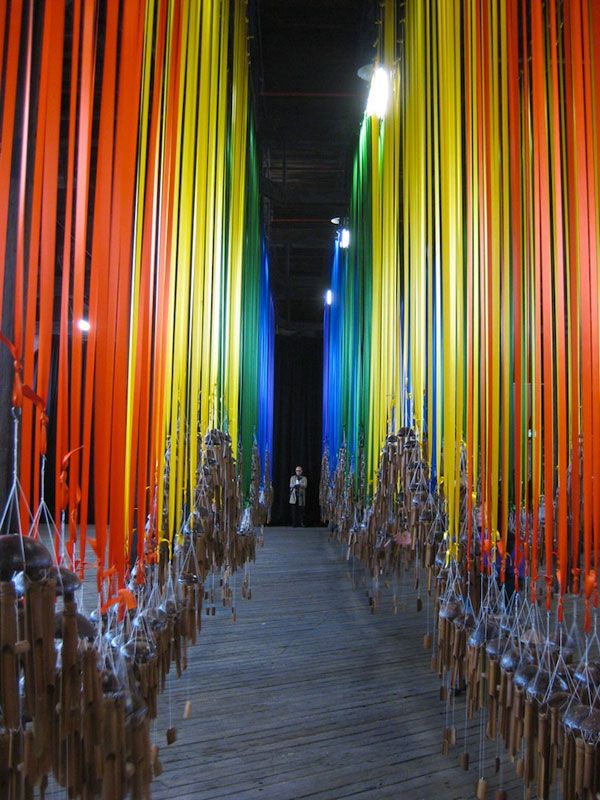 ▶▶▶ Knock on the Sky, Listen to the Sound // Tiffany Singh has created a massive installation piece for the 18th Biennale of Sydney, consisting of hundreds of bamboo wind chimes, which hang from multicoloured pieces of ribbon.