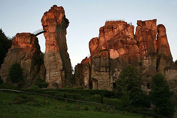 Die Externsteine - mystische Stätte im Teutoburger Wald | Traumland Deutschland