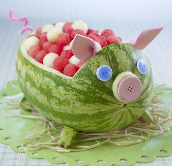 Watermelon pig.Kids Parties, Fruit Salad, Fruit Bowls, Pigs Roasted, Food, Watermelon Carving, Parties Ideas, Fruit Animal, Watermelon Pigs
