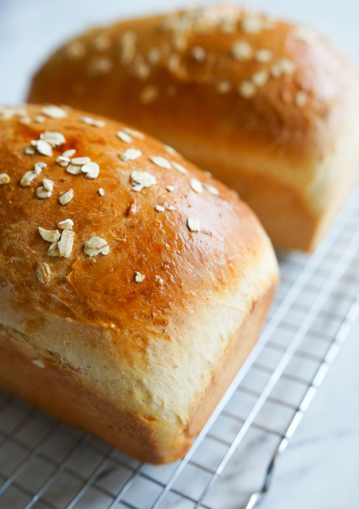 Oats 101 and Oatmeal Sandwich Bread by Bridget 'Bake at 350' via The Pioneer Woman ~ Food & Friends