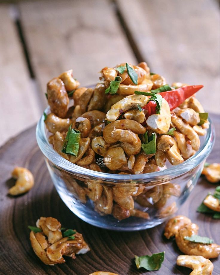 What makes this snack special is because these roasted cashew nuts are all coated in Tom Yum flavors! Oh my gosh.. irresistible tom yum aroma, & addictive crunch with flavors combinations: slightly tangy, sweet, and spicy, we loved it!