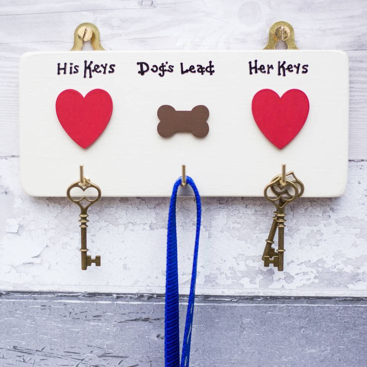 A delightful, handmade, personalised house key and dog lead holder plaque for Christmas! Personalised to the names of your choice. Different colours available, just ask us!This is a personalised item. Please tell us what you would like written over each heart and bone. This will be followed by the words keys or lead but if you would prefer just the names please let us know. If you would like another colour please contact us and we will see what we can do. If you would like something else…