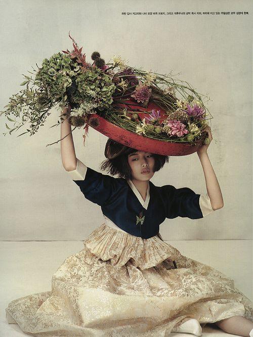 koreanmodel:    Choi Ara for Vogue Korea Oct 2010