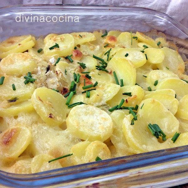 Con esta receta de gratén de patatas y cebolla rápido tienes una perfecta guarnición para huevos o carnes, preparada en pocos minutos.