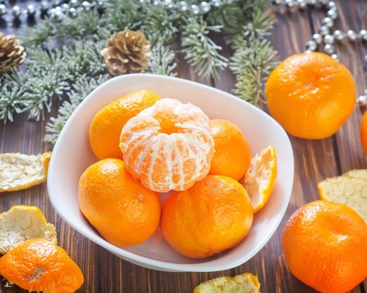 мандарины, цитрусы, фрукты, оранжевые, кожура, тарелка, ветки, ель, бусы, праздники, зима