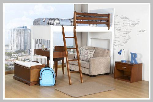 Un excelente ambiente para adecuar espacios pequeños en donde se necesita un lugar d estudio. El camarote es alto para poder posicionar un escritorio y lugar de descanso debajo de la cama. Su diseño minimalista es perfecto para agrandar el espacio y de esta manera poder decorarlo con objetos funcionales como un arcón y un sofá.